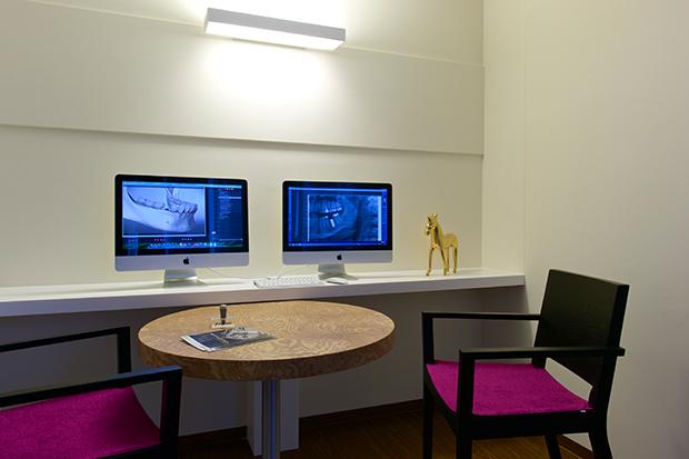 Digitale Röntgenbilder und Operation simulieren für Zahnimplantate. Dr. Gath in München an der Oper